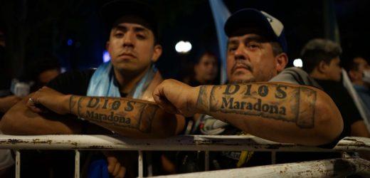 Tras incidentes, llantos, homenajes y portadas mundiales, Maradona será velado en la Casa Rosada