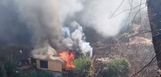 Incendio en Valparaíso deja al menos tres casas afectadas